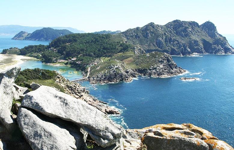 Vistas de las Islas Cíes, Galicia. Mar, montaña y playas.