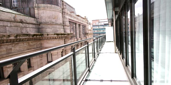 Terraza de cristal en la suite del hotel Inffinit de Vigo